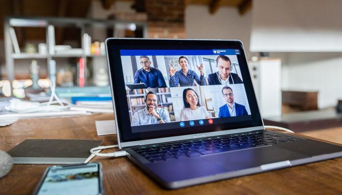 Webinar e riunioni online: consigli e stile davanti alla webcam